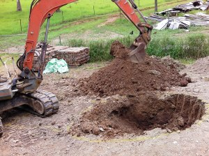The dig started, with Tom operating his excavator to make things easier and quicker.