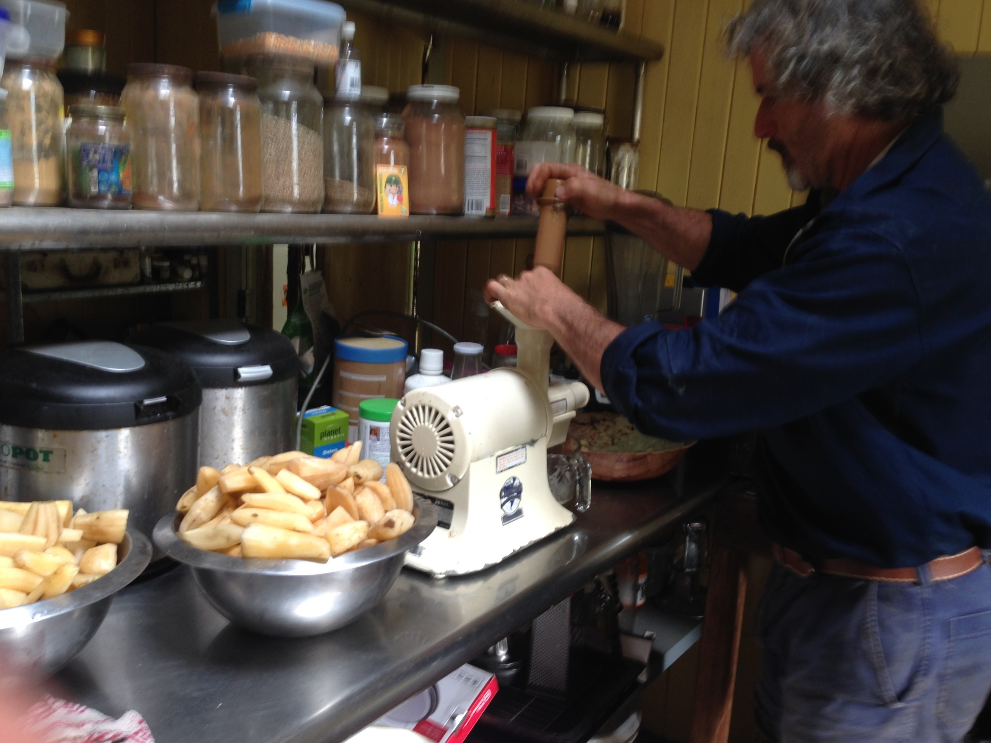 Tom Kendall juicing Yacon to make Yacon syrup for food and health, permaculture and pdc courses